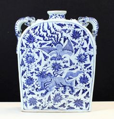 BLUE AND WHITE PORCELAIN SQUARE POT 16th Century. 12*4*15.5""