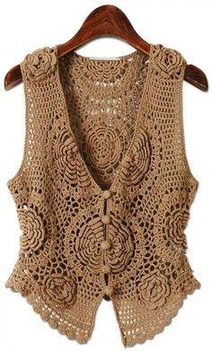 Colete feminino,  em crochê, com flores em relevo e botões