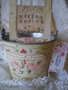 Shabby Chic Pink Paint Styles and Decors to Apply in Your Home – Shabby Chic Home Interiors Estilo Shabby Chic, Shabby Chic Pink, Shabby Chic Cottage, Vintage Shabby Chic, Shabby Chic Homes, Shabby Chic Decor, Rose Cottage, Decoupage, Romantic Cottage