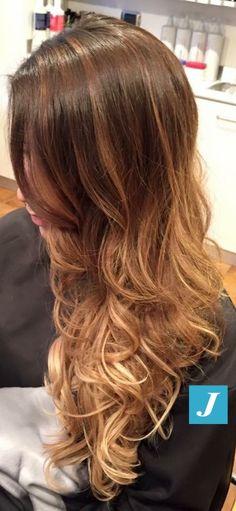 Degradé Joelle con extensions. #cdj #degradejoelle #tagliopuntearia #degradé #welovecdj #igers #naturalshades #hair #hairstyle #haircolour #haircut #fashion #longhair #style #hairfashion