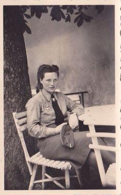 Post World War 2 Women S Fashion Refferal: 6436917162 German People, German Women, German Girls, Ww2 Women, Military Women, Berlin, Helfer, Female Soldier, German Army