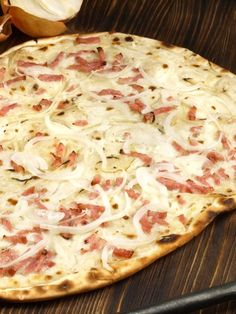 Original Alsatian Flammkuchen: The recipe- Original Elsässer Flammkuchen: Das Rezept A crunchy-crispy bottom – topped with onions, ham and sour cream – that& how our Tarte Flambée from Alsace tastes. The original recipe. Pizza Recipes, Grilling Recipes, Beef Recipes, Vegetarian Recipes, Snack Recipes, Cooking Recipes, Dinner Recipes, Healthy Recipes, Unique Recipes