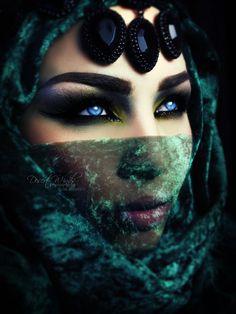Mysterious (eset is) Tags: blue green beautiful beauty dark photography gold bah. - Exotic eyes - mirror to the soul - Eye Makeup Arabian Women, Arabian Beauty, Arabian Eyes, Arabian Nights, Arabic Makeup, Dark Photography, Mysterious Photography, Foto Art, Stunning Eyes