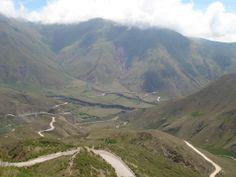 camino de montaña serpenteante, Salta