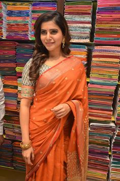 Samantha stills at South India Shopping mall launch, Samantha Ruth Prabhu at South India Shopping mall launch in orange saree.