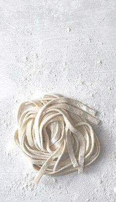 Pasta on floured board* Think Food, Love Food, Food Photography Styling, Food Styling, White Pasta, Homemade Pasta, Food Design, Design Ideas, Italian Recipes