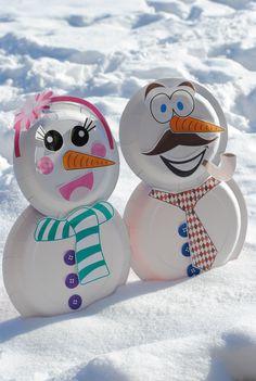 Paper plate snowman craft from Petite Lemon!