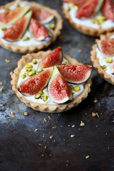 Delicious tarts made with spelt flour, filled with a honeyed yogurt and mascarpone mixture, and topped with fresh figs.