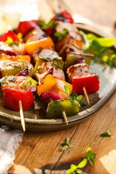 Comment profiter du barbecue tout en évitant ses effets dangereux sur la santé ? Je vous donne 8 astuces pour des grillades saines cet été ! 🔥🍢🍡 😋👉 today.wecook.fr  . Et vous, c'est quoi vos grillades préférées ? 😍  #barbecue #bbq #grillades #légumes #viande #poisson #healthyfood #healthy #healthylifestyle #brochettes #été #saison #dietfood #astuces #conseils #diététique #minceur #pertedepoids #plaisir #wecook #food #sain #naturel #bienmanger Barbecue, Bruschetta, Pork, Ethnic Recipes, Sweet, Grilling, Skewers, Meat, Eating Well