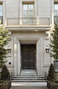 The timeless elegance of classical architecture. French Town Home in Chicago by … The timeless elegance of classical architecture. French Town Home in Chicago by BGD&C. Architecture Antique, Classic Architecture, Architecture Details, Stairs Architecture, New Classical Architecture, Residential Architecture, Door Design, Exterior Design, House Design