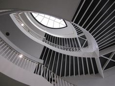 Wonderful stairwell at the Museum of Contemporary Art in Chicago   Traveldudes.org