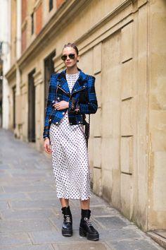 The Best Street Style From Paris Fashion Week: Sasha Lauss - The Cut Model Street Style, Street Style Trends, Street Style Looks, Korean Fashion Styles, Street Outfit, Street Clothes, Cool Street Fashion, Paris Fashion, Women's Fashion