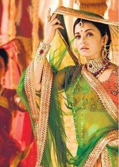 Bollywood Actresses in Green Sarees | Aishwarya RAi Devdas Green saree Look | Free Wallpapers, Pictures, Photos Download