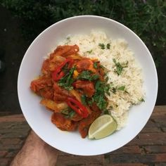 Oh wow  If you like a curry you're gonna love this chicken jalfrezi  It tastes unreal and it's so easy to make  Tag a mate who likes a curry  #leanin15 #curryme #ruby #weekend #friday #foodporn #foodie #food #recipes #instagood #thebodycoach