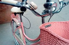 Cycle Chic, Skates, Bmx Pro, Retro Bike, Bicycle Accessories, Retro Aesthetic, Vintage Bicycles, Straw Bag, Vintage Ladies