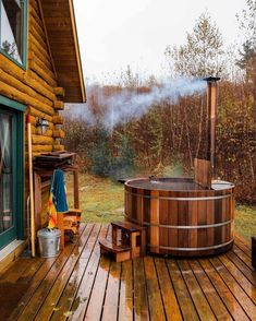 A hot tub heated by a wood burning stove. Cabins In The Woods, House In The Woods, Rustic Hot Tubs, Ideas De Cabina, Cabin Decks, Backyard Cabin, Hot Tub Backyard, Backyard Pools, Pool Decks