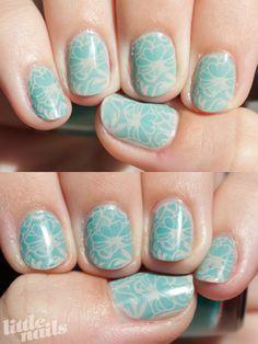 Ongles fleuris très pastels (vu sur Little Nails)