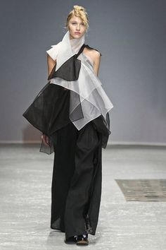 Moon Young Hee Spring 2013 RTW Collection