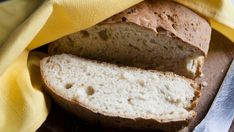 If you are looking for a simple onion bread to add to your meal you can't go wrong with this Onion Bread Recipe for use in the bread machine. This recipe uses onion soup mix as its main ingredient a simple item many of us already have in our pantry. Onion Bread Machine Recipe, Bread Machine Recipes Healthy, Best Bread Machine, Bread Maker Machine, Artisan Bread Recipes, Bread Maker Recipes, Banana Bread Recipes, Flour Recipes, Sweet Potato Bread