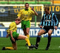 Inter Milan 1 Norwich City 0 (2-0 agg) in Dec 1993 at the San Siro. Don Megson and Dennis Bergkamp in action #UEFACup3R2Leg