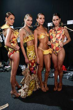 Agua de Coco por Liana Thomaz | Sao Paulo | 2014 backstage with the models in Brazil
