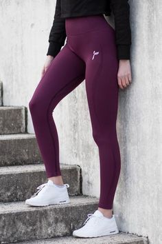 Insta @ famme for more amazing strong women in activewear from all around the world Training Pants, Gym Training, Fit Girl Motivation, Shiny Leggings, Sporty Chic, Athletic Outfits, Fitness Goals, Outfits For Teens, Strong Women