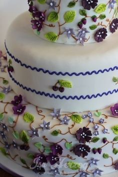 Shades of Purple Mini Floral Garden Cake
