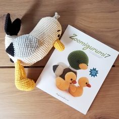 Scraps really love to read #zoomigurumi7. He feels like he is a super model 😂 @amigurumipatterns #amigurumi #seagull #stuffed #crochetpattern #amigurumipattern #crochetseagull #birds #amigurumibirds #virkmönster #fiskmås #mås #zoomigurumi