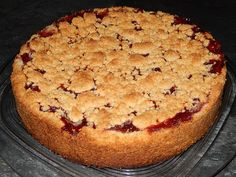 Cherry crumble cake, a very nice recipe from the cake category. Ratings: Average: Ø einfach einfach schnell geburtstag rezepte sheet cake cake cake birthday cake decorated cake recipes Cherry Crumble, Pavlova Cake, German Cake, Pudding Desserts, Food Cakes, Cake Recipes, Cake Decorating, Food And Drink, Food Porn