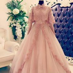 Tesettür nişanlık örneği hijabweddingdress Muslimah Wedding Dress, Muslim Wedding Dresses, Muslim Dress, Bridal Dresses, Wedding Gowns, Flower Girl Dresses, Bridesmaid Dresses, Gala Dresses, Evening Dresses