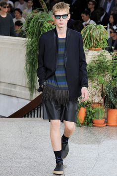 See all the Collection photos from Paul Smith Spring/Summer 2015 Menswear now on British Vogue Men Fashion Show, Boho Fashion, Mens Fashion, Fashion Design, Paris Fashion, Vogue Paris, 2015 Trends, Spring Summer 2015, Paul Smith