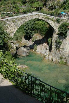 Rocchetta Nervina (IM), uno dei vecchi ponti sul rio Barbaira,  part.