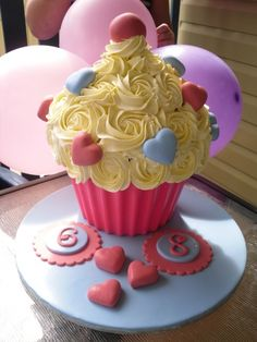 Giant Cupcake Cake #birthday. Need a boy version for his 1st!