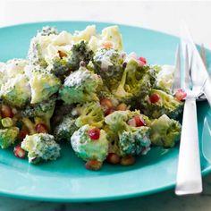 Broccolisalat med granatæble og yoghurtdressing