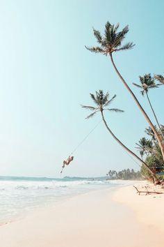 Urlaub am Meer - Schaukel am Strand von Sri Lanka.   Foto: Ohh Couture