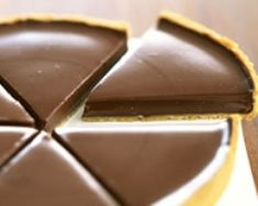 Chocolate tart by on www.de - Kuchen - gateaux et desserts Tart Recipes, Sweet Recipes, Dessert Recipes, Cooking Recipes, Just Desserts, Delicious Desserts, Yummy Food, Food Tags, Chocolate Pies