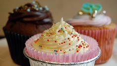 The best there is/ Muffins med bringebær og hvit sjokolade - Mat - NRK Cake Recipes, Muffins, Food And Drink, Cupcakes, Sweets, Baking, Desserts, Food Cakes, Tailgate Desserts