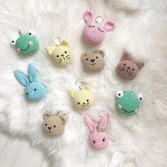 If someone wants to knit my cute key chain recipe bi . Crochet Doll Pattern, Crochet Patterns Amigurumi, Crochet Dolls, Crochet Yarn, Crochet Flowers, Free Crochet, Mini Amigurumi, Kawaii Crochet, Crochet Keychain