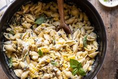 One Pot Lemon Basil, Corn, and Ricotta Pasta. This simple corn pasta is made in 30 mins, uses just one pot, and is a great way to use up end of summer corn. Corn Pasta, Ricotta Pasta, Creamy Corn, Lemon Basil, One Pot Pasta, Half Baked Harvest, Fresh Garlic, Creamy Sauce, One Pot Meals