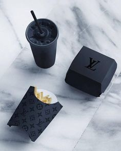 Louis Vuitton fan Page ( Boujee Aesthetic, Bad Girl Aesthetic, Preto Wallpaper, Style Noir, Black Food, Black And White Aesthetic, Black Aesthetic Fashion, Aesthetic Yellow, All Black Everything