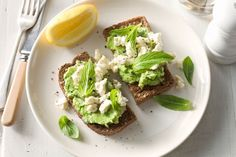 Avocado feta smash: this was delicious without the mint and with tomatoes and a smidge of olive oil on top. I used avocado and feta because the feta had fewer calories. Avocado Recipes, Raw Food Recipes, Healthy Dinner Recipes, Vegetarian Recipes, Free Recipes, Healthy Breakfast Recipes, Healthy Snacks, Healthy Eating, Avocado Breakfast