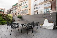 Estilo en el Ensanche de Barcelona , By sincro - Jardin Vertical Fachada Terrazas Chill Out, Studios, Barcelona Apartment, Family Apartment, Patio Interior, Classic House, Exterior Design, Designer, Contemporary
