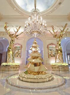 Le sapin de Noël du Four Seasons Hotel George V à Paris