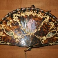 Tortoise Shell Brise Hand Fan - Hand Painted and Pierced c. Early 19th Century