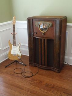 """1947 Zenith short wave radio retrofitted into my new guitar amp. Now has a 12"""" Celestion Greenback and Kustom 5H tube amp."""