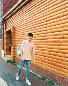 Li Hong Yi, Cute Asian Babies, Casual Fashion Trends, Happy Pills, Aesthetic Boy, 21 Years Old, Chinese Boy, Ulzzang Boy, Korean Celebrities