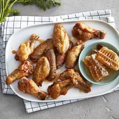 Baked honey garlic chicken wings with a delightful garlic Tobasco sauce, soy sauce, honey, and sesame oil sauce to pair them with Baked Honey Garlic Chicken, Crispy Chicken Wings, Chicken Wing Recipes, Meat Recipes, Cooking Recipes, Roasted Turkey, Food And Drink, Sesame Oil, Soy Sauce