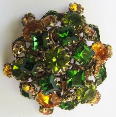 UNSIGNED SCHREINER NEW YORK VINTAGE GREEN & GOLD GLASS RHINESTONE DOMED PIN