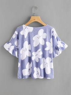 SheIn offers Random Flower Print Frill Cuff Tee & more to fit your fashionable needs. Kurta Designs, Blouse Designs, Top Chic, Looks Teen, Fall Outfits, Casual Outfits, Basic Shirts, Look Fashion, Fashion Design