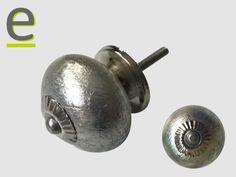 Pomello di ceramica, argentato, con minuteria metallica silver! Diametro 3,5 cm  http://easy-online.it/it/shop/pomelli/pomelli-argentati-scrk-66-silver/